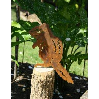Chipmunk Streifenhörnchen Edelrost auf Stab