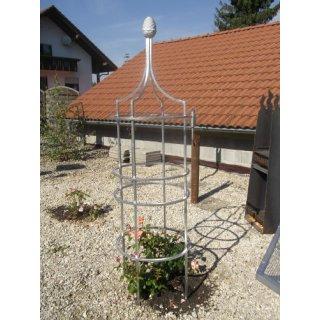 Obelisk mit Zapfenänlicher Kugel